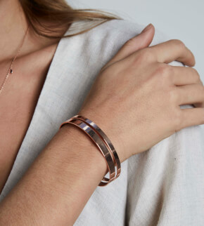 Šperky Rosefield náramek Iggy Double Bar Bangle Rose Gold